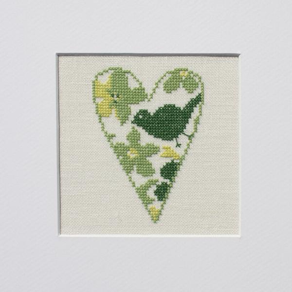 Stickpackung Herz mit Blumen und Vogel